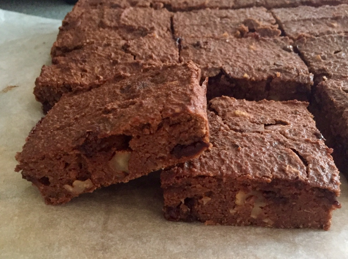 Gooey chocolate chickpea brownies